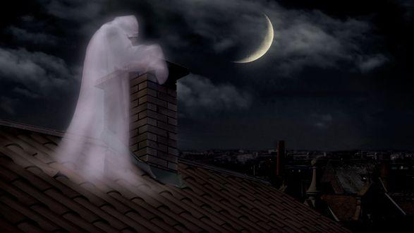 Обои Дух человека стоит на крыше дома возле дымоходной трубы, на ночном облачном небе светит месяц
