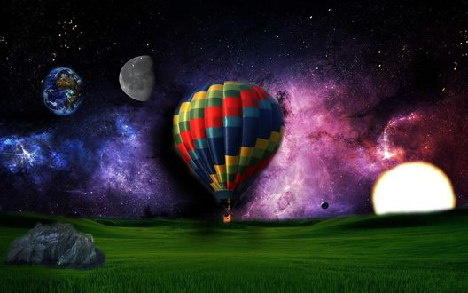 Обои Разноцветный воздушный шар, зависший над зеленым полем на фоне ночного, звездного неба, ярких цветовых вспышек и парада планет солнечной системы