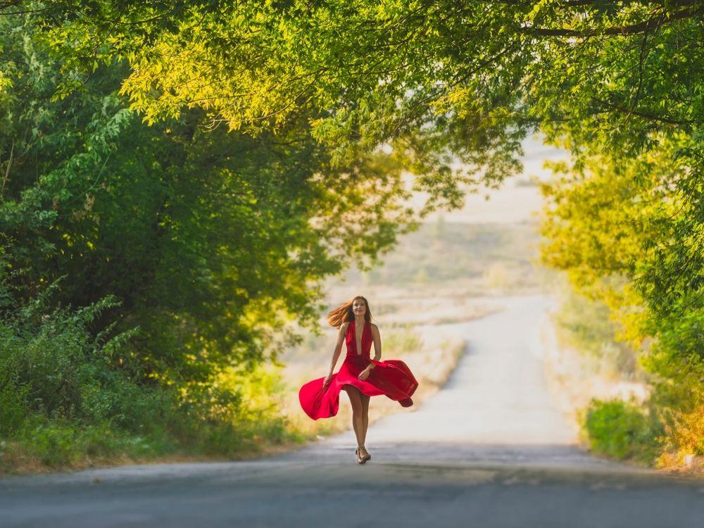 Картинка девушка бежит на работу вебкам студия баксов 12