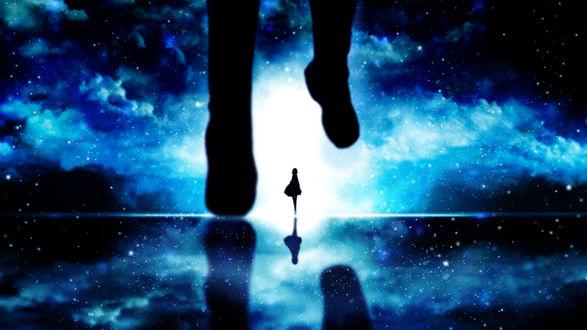 Обои Силуэт девушки, по направлению к которой кто-то бежит, на фоне ночного неба