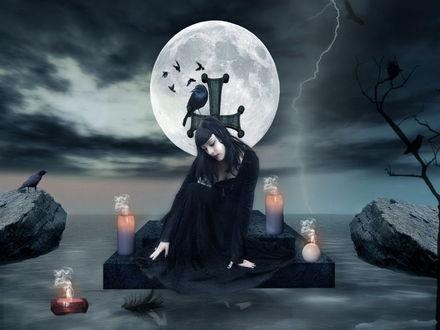 Обои Грустная, черноволосая девушка, сидящая на могильной плите с каменным крестом на котором сидит черный ворон, с зажженными свечами вокруг нее, одна из которых плавает в воде на фоне ночного неба с полной луной, сверкающих молний