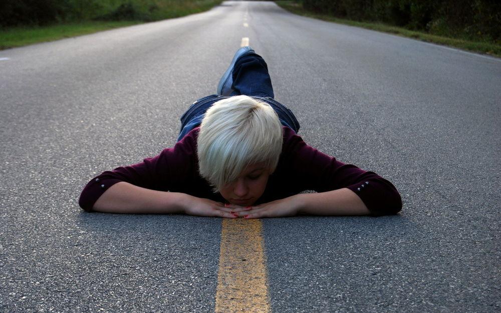 ясна картинка лежа на дороге вечности где-то