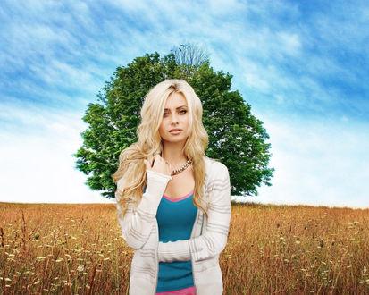 Красивое фото девушки на фоне неба фото 679-284