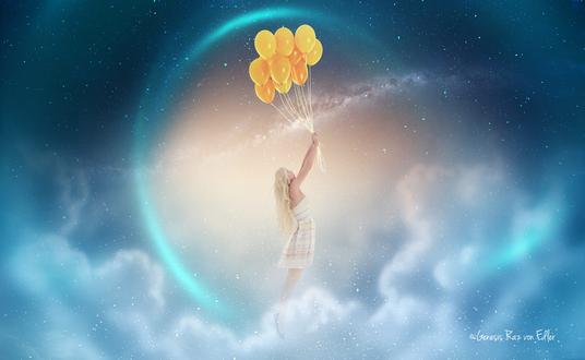 Обои Светловолосая девушка в белом платье, держащая в руках связку желтых, воздушных шариков, парящая в облаках на фоне звезд и светящегося контура планеты, автор Raziel MB