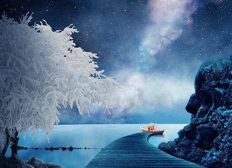 Обои Небольшой прогулочный катер, стоящий у деревянного причала, уходящего от скалистого берега моря, с растущим на берегу деревом, покрытым густым слоем инея на фоне звездного, ночного неба и Млечного пути, автор Garas Ionut