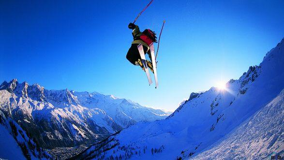 Обои Лыжник на фоне гор