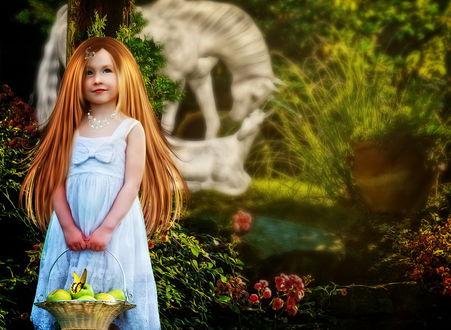 Обои Рыжеволосая девочка, держащая в руках плетеную корзину со спелыми, зелеными яблоками, сидящей на одном из них бабочкой, на размытом фоне находятся милующиеся лошади, автор Cellest 84