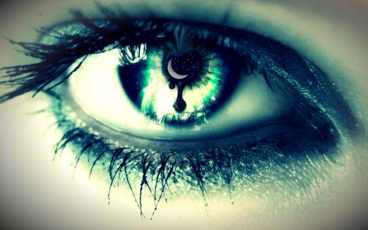 Обои Глаз девушки с месяцем