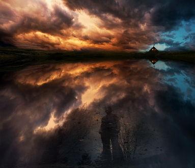 Обои Человеческая тень, отразившаяся в воде озера у берега на фоне заката на вечернем небосклоне небосклоне с разноцветными облаками, автор ambiaso