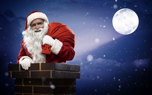Обои Санта Клаус вылез из печной трубы