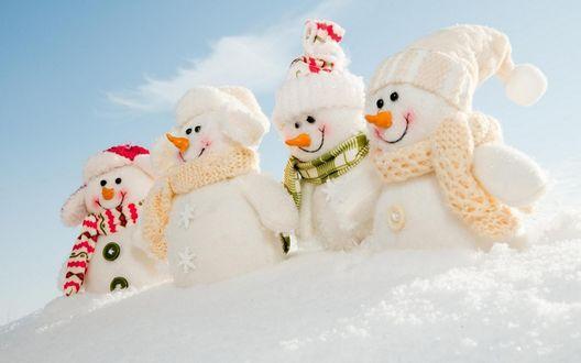 Обои Четыре веселых снеговика