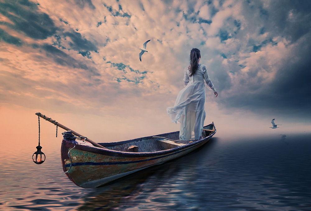 Фото плывущие девушки вид сзади