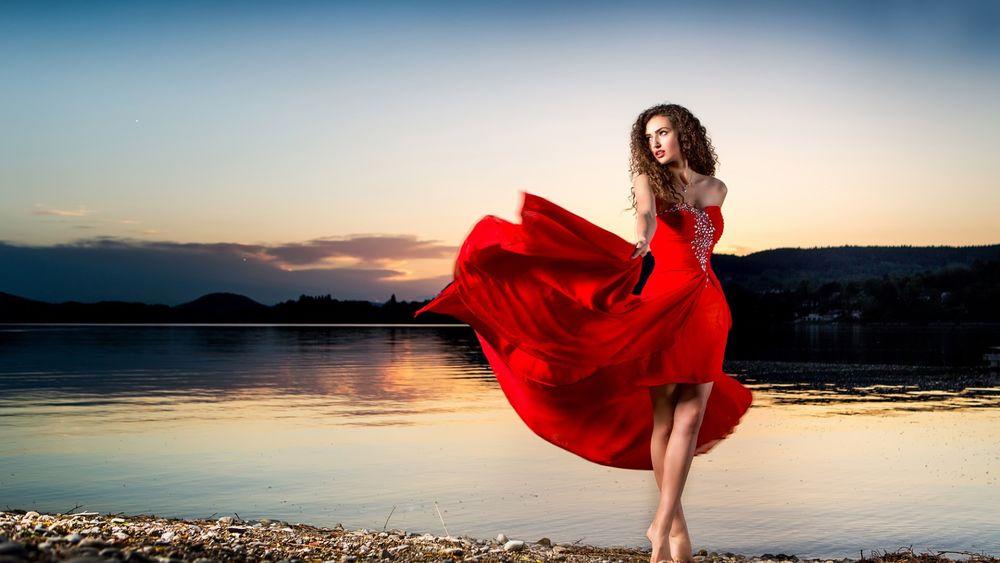 Девушка в озере, волосатые целлюлитные бразильские девушки видео