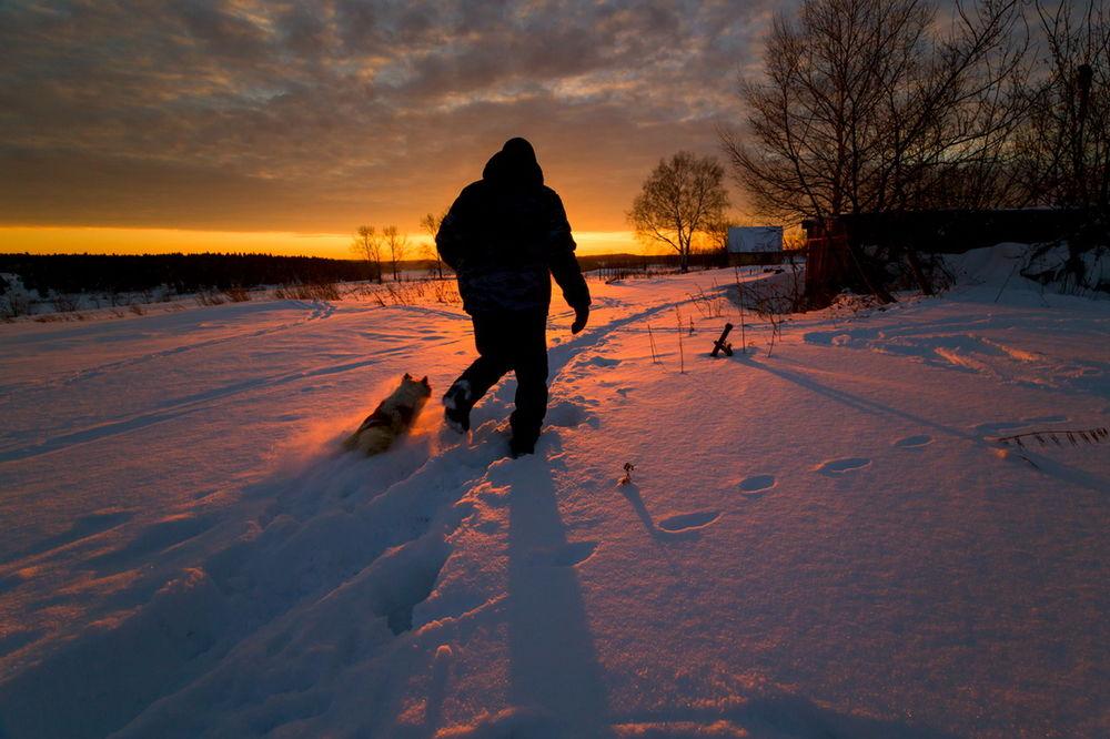 это человек идущий по снегу картинки изучили все достопримечательности