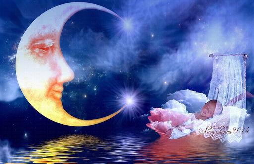 Обои Маленький ребенок, спящий в люльке в окружении облаков в море на фоне ночного, звездного неба и желтого полумесяца с умиленным выражением профиля лица, автор Lady Judina