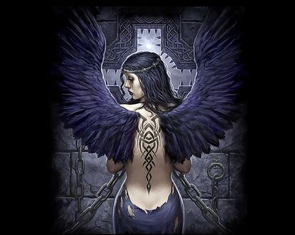 Обои Девушка-ангел с татуировкой на спине прикована цепями