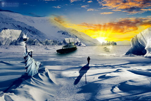 Обои Одинокий путник, идущий по замерзшей и покрытой снегом береговой, морской поверхности с заснеженными горами, мимо вмерзшей в лед американской Статуи Свободы, небольшого корабля после произошедшего апокалипсиса и нескольких каменных зданий стоящих вдалеке, вмерзших в лед в солнечных лучах, автор ZedLord-Art