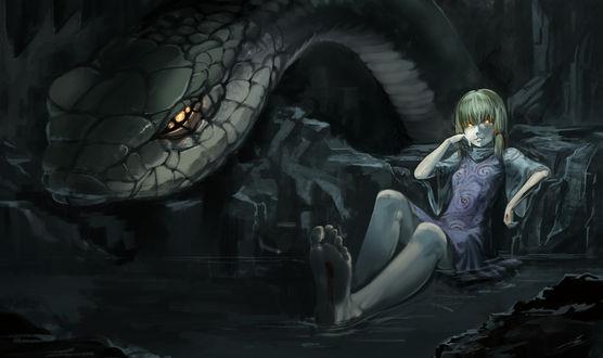 Обои Kochiya Sanae сидит в воде, облокотившись на камень, рядом с ней ее огромная змея из игры Touhou