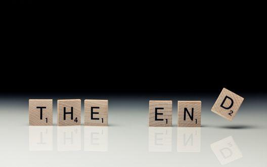 Обои Шесть кубиков с надписью THE END / КОНЕЦ