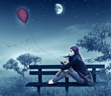 Обои Девушка, сидящая на деревянной скамейке, держащая на коленях игрушечного медвежонка к лапке которого привязан длинной ниткой воздушный шарик на фоне ночного, звездного неба и взошедшей луны, автор RazielMB