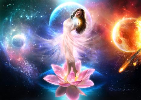 Обои Босоногая девушка в белом платье, стоящая в кувшинке, плавающей в воде, держащая в руке маленькую планету на фоне парада планет Солнечной системы в космическом небе, автор ChristabelleLAmort
