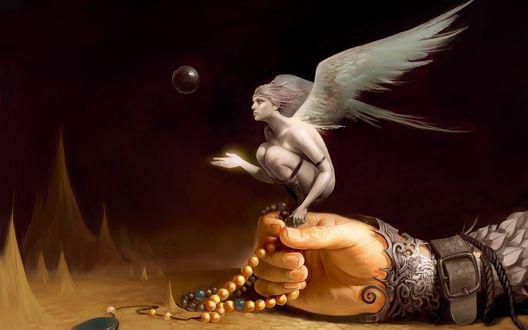 Обои На человеческой руке с четками сидит белый Ангел