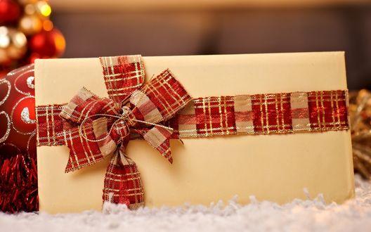 Обои Большая коробка с подарком, перевязанная лентой