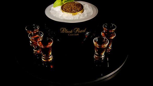 Обои Черная икра со стопками коньяка Black Pearl Caviar / Черная Жемчужина С Икрой