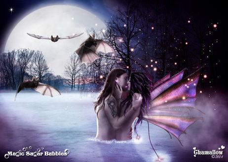 Обои Целующиеся, обнаженные парень и девушка, стоящие в воде на фоне ночного, звездного неба, взошедшей луны, парящих в воздухе летучих мышей, автор MaGic-SuGar-BubbleS