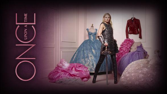 Обои Эмма Свон / Emma Swan в исполнении актрисы Дженнифер Моррисон / Jennifer Morrison в костюме рыцаря и с мечом, сериал Однажды в сказке / Once Upon a Time