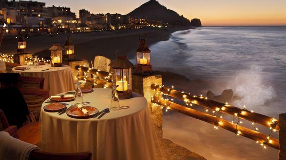 Обои Романтический вечер при свечах на побережье, в уютном курортном городке