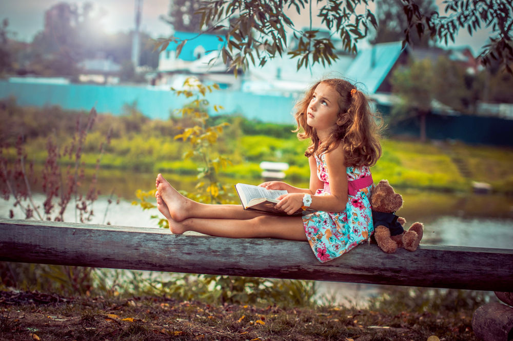 Фото девушка со спины в ромашках