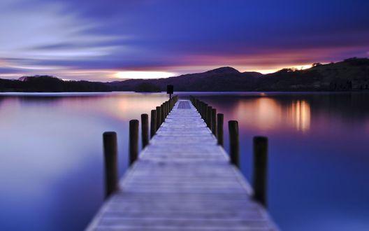 Обои Деревянные мостки и романтический закат у воды