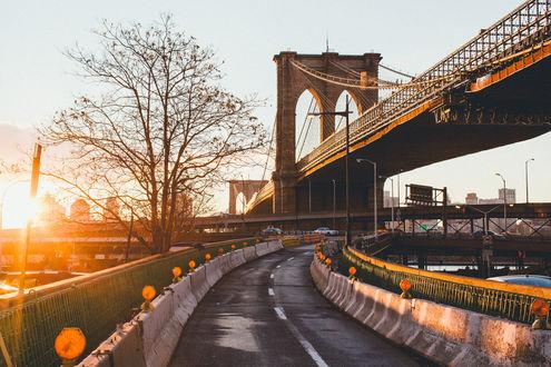 Обои Дорога иВБруклинский мост, Нью-йорк, Америка / Brooklyn Bridge, New York, USA