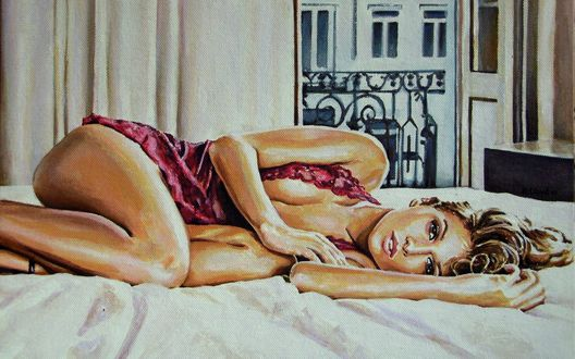 Девушка лежит на кроватке фото 383-816