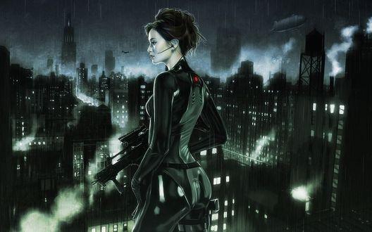 Обои Темноволосая девушка в черном облегающем костюме, стоит на крыше здания с автоматом в руке, под проливным дождем, на фоне ночного города
