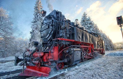 Обои Ретро паровоз на фоне зимнего леса