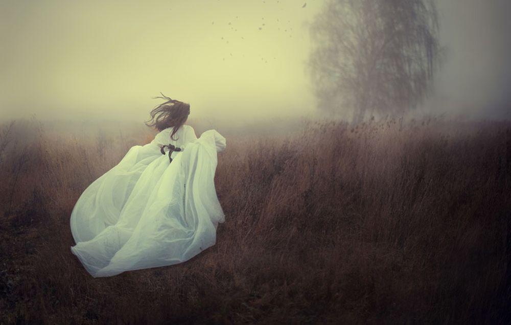 девушка в тумане фото