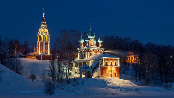 Обои Церковь с подсветкой в снегу, автор Сергей Ершов