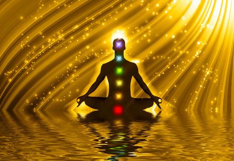 Обои Мужчина медитирует в позе йога с разноцветными точками чакры на теле, сидя на золотом фоне