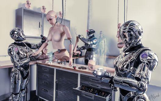Обои Роботы собирают в мастерской андроида женского пола