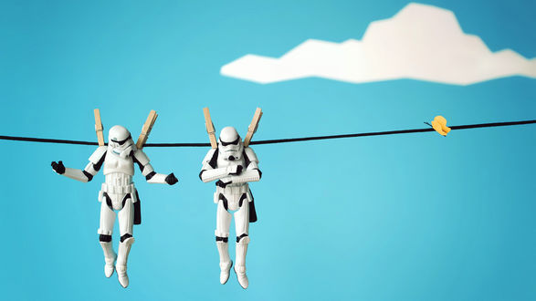 Обои Два клона из фильма Star Wars / Звездные войны сушатся на бельевой веревке