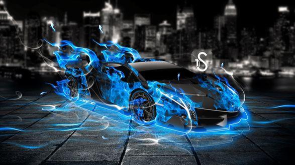 Обои Гоночный автомобиль объятый синим пламенем, стоит на площадке на фоне ночного города