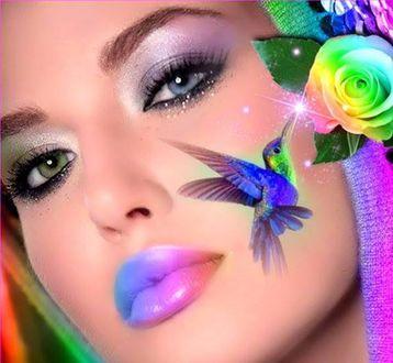 Обои У девушки с розой на капюшоне головы на щеке нарисована птичка колибри, которая собирает нектар с этого цветка