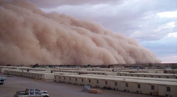 Обои Пыльная буря накрывает модульный городок