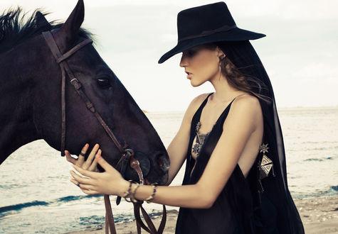 Обои Девушка с лошадью, Mara Hoffman