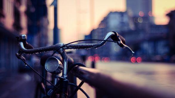 Обои Велосипед под дождем