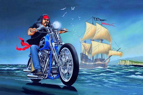 Обои Потомок пиратов в одежде байкера мчится на мотоцикле по берегу, в сопровождении призрачного парусного корабля своих предков пиратов