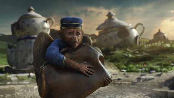 Обои Ангел обезьян в костюме гостиничного работника, несет среди огромных чайников кожаный саквояж, прижав его к себе