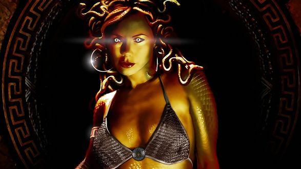 Обои Медуза Горгона с горящими глазами и змеями вместо волос на голове